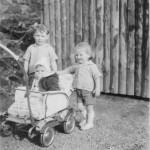 v.l. stehend Achim Kaspar und Andreas Kaspar im Wagen sitzend Andrea Trobisch geb. Gläßer
