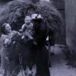 Engelbert Kaspar mit Sohn Achim und Mutter Eva Kaspar geb. Specht in der Mittelstrasse 21 ( Leitz )