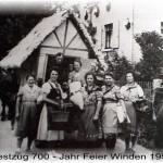 Festzug vor dem Haus von Martin Linscheid in der Hauptstrasse