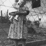 Eva Kaspar geb. Specht mit Enkelin Astrid Jaeger geb. Kaspar ca. 1962